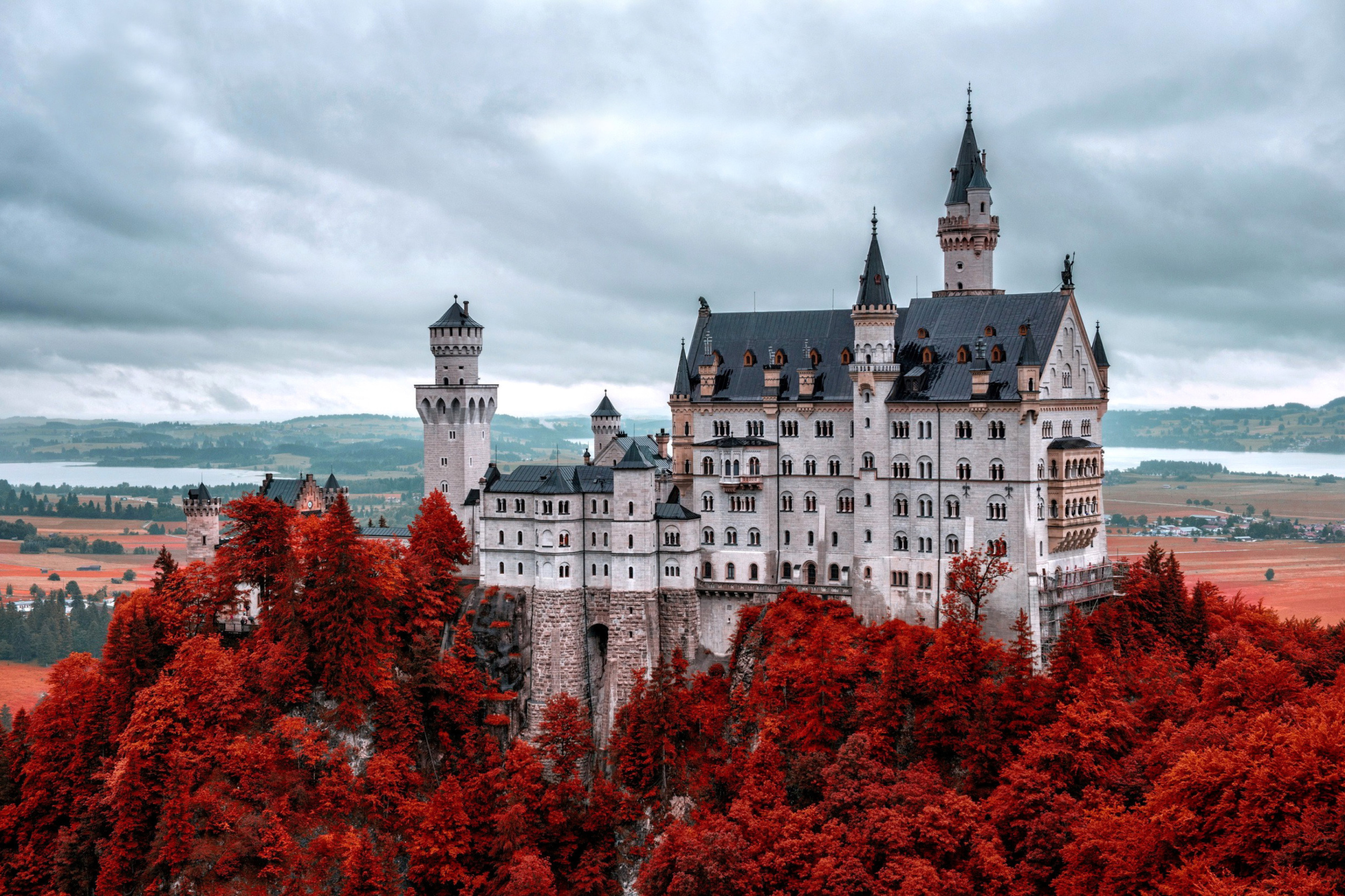 Neuschwanstein-Castle-in-Fall-2880x1920