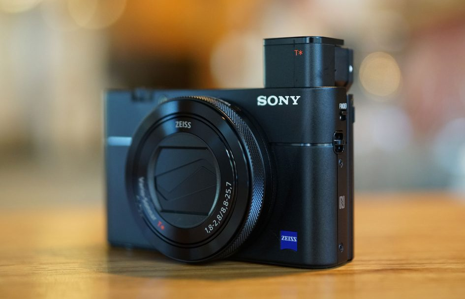 SonyRX100V_hero3_1890-945x609
